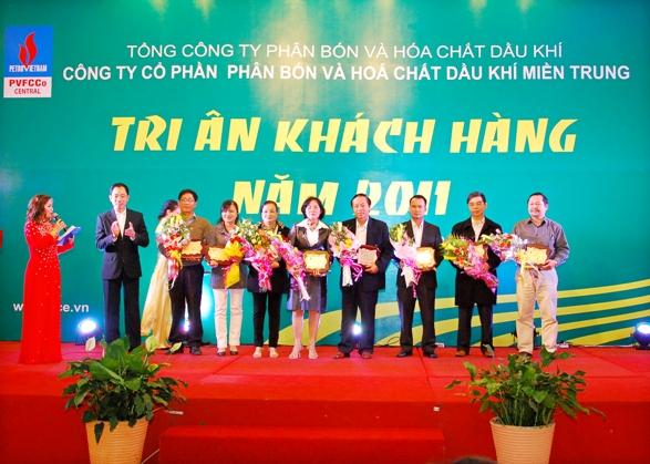 to-chuc-hoi-nghi-tri-an-khach-hang