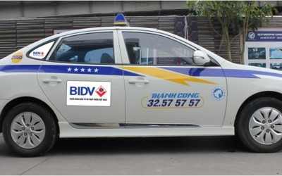 Quảng cáo trên xe taxi tại Hà Nội và Thành Phố Hồ Chí Minh