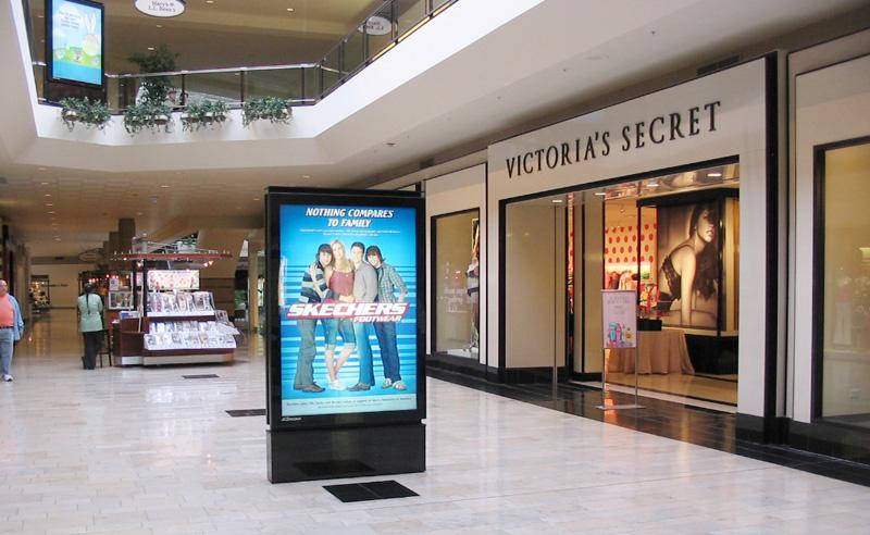 Quảng cáo LCD Frame tại BRANDCOM: Lựa chọn thông minh của khách hàng