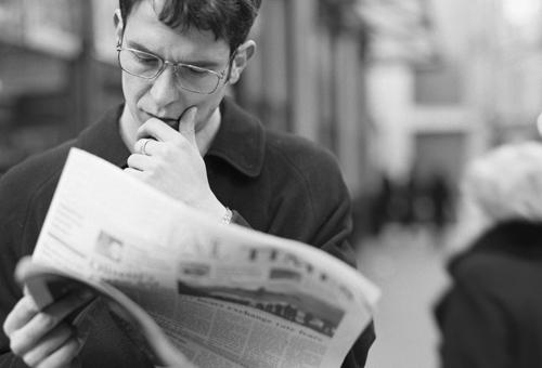 Báo giấy liệu có biến mất trước sức mạnh của Internet và báo điện tử không