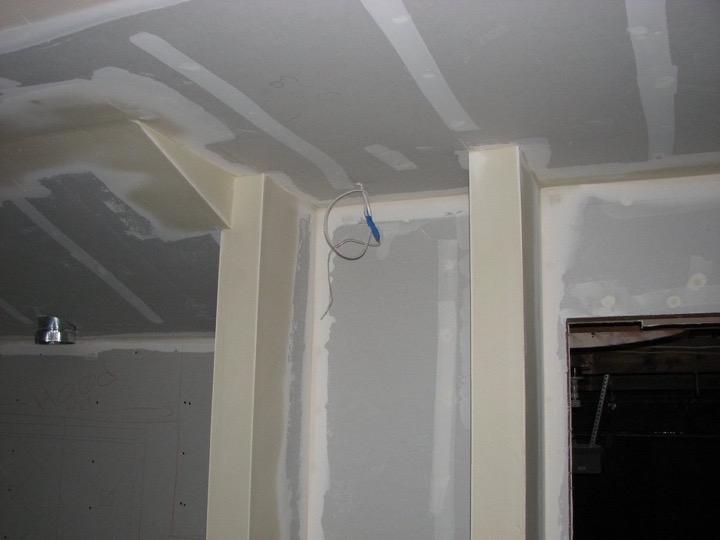 """Tên gọi hãng sản xuất tấm ốp tường cũng được dùng để chỉ hành động """"Sheetrock"""" (dùng tấm ốp tường khi xây nhà)."""