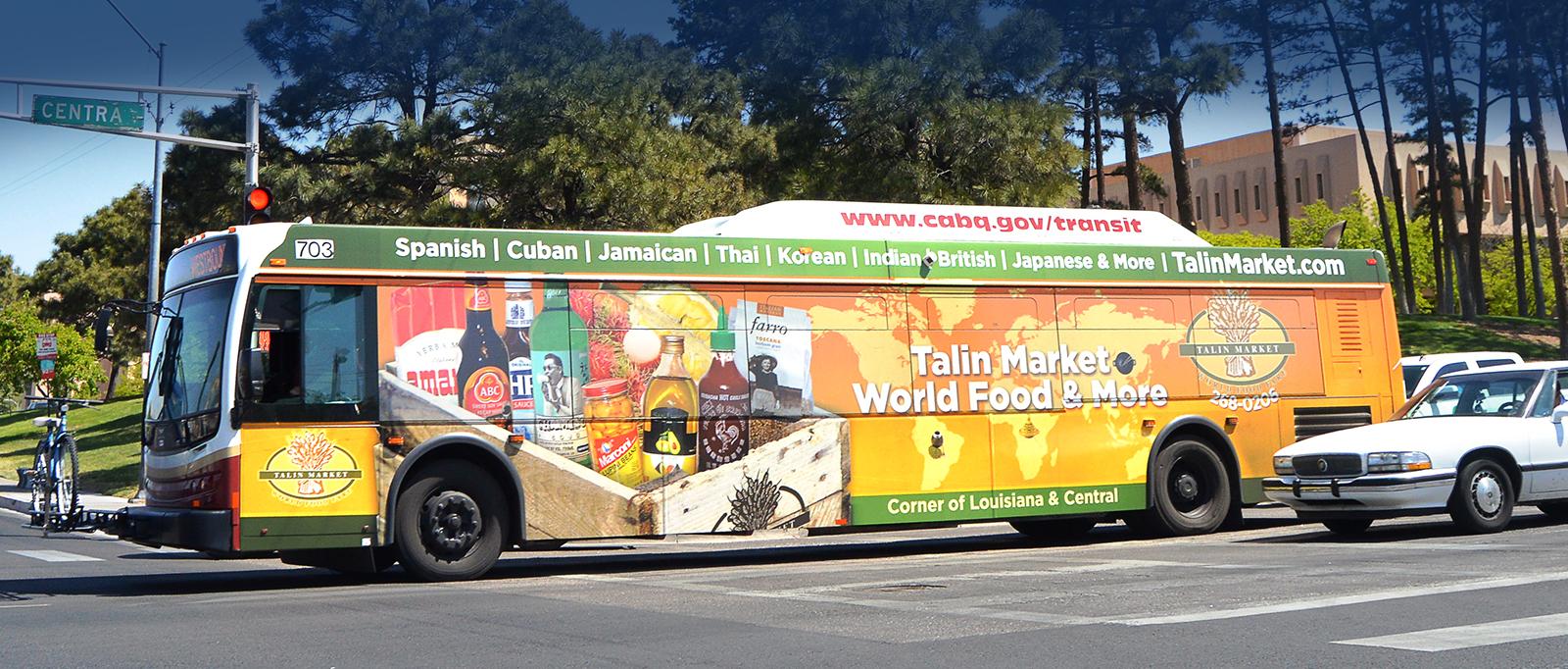 Quảng cáo trên xe bus với khoảng cách giữa Tây và Ta