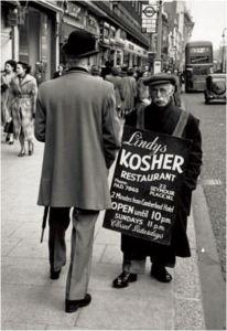 Lịch sử của bảng quảng cáo đầu tiên