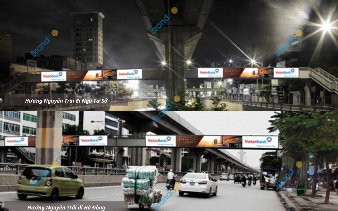 Quảng cáo trên cầu vượt đi bộ Đại học Điện lực