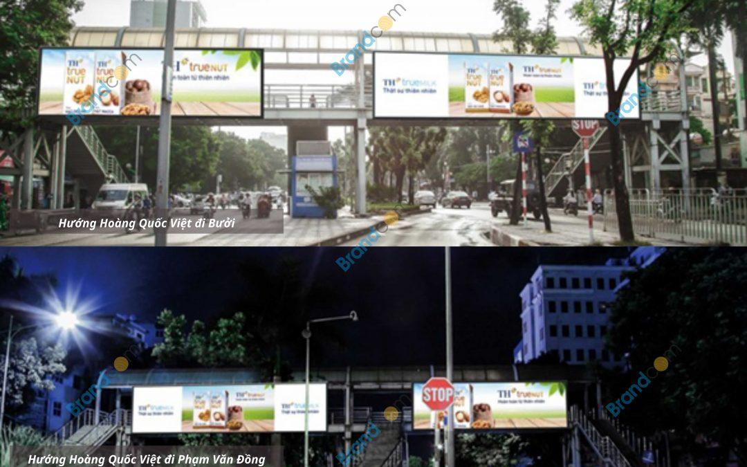 Quảng cáo trên cầu vượt đi bộ Đại học Lao động xã hội
