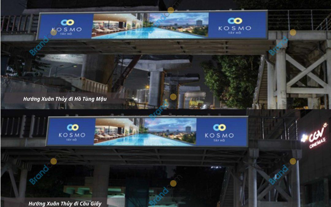 Quảng cáo trên cầu vượt đi bộ Đại học Quốc gia Hà Nội
