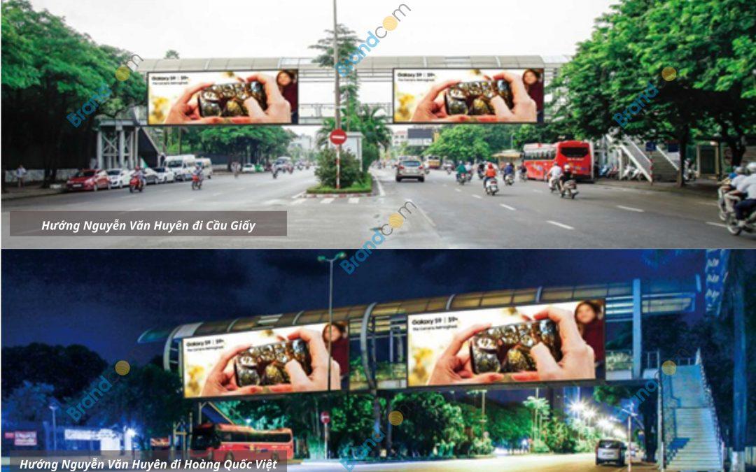 Quảng cáo trên cầu vượt đi bộ Công viên Nghĩa Đô