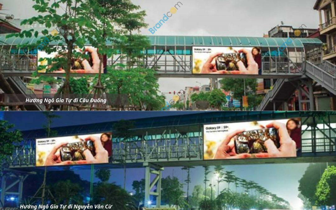 Quảng cáo trên cầu vượt đi bộ Ngô Gia Tự