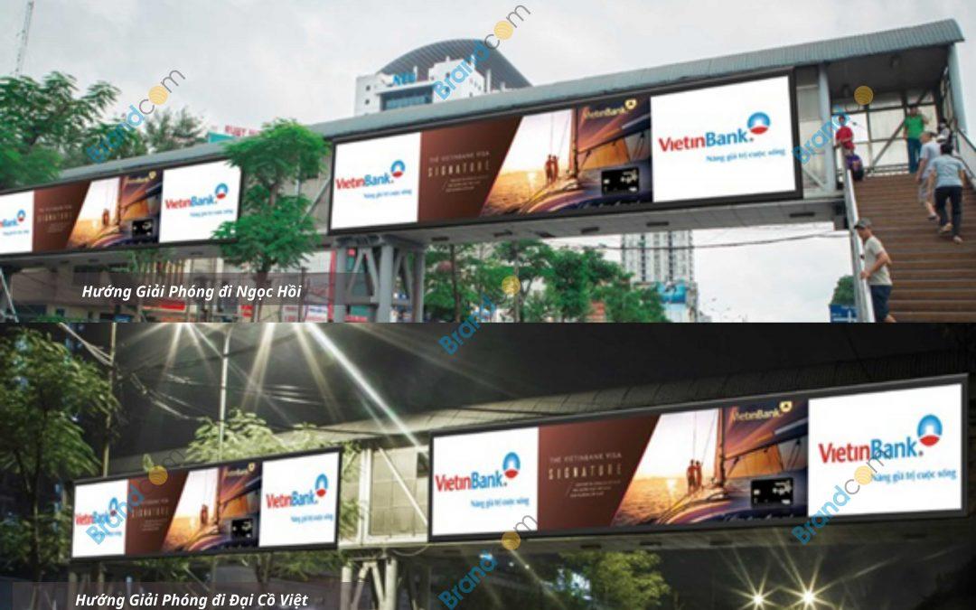 Quảng cáo trên cầu vượt đi bộ Bệnh viện Bạch Mai