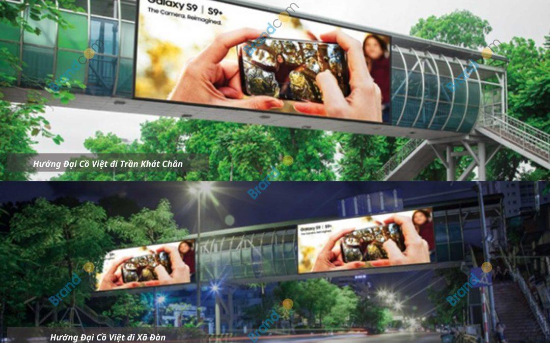 Quảng cáo trên cầu vượt đi bộ Công viên Thống Nhất