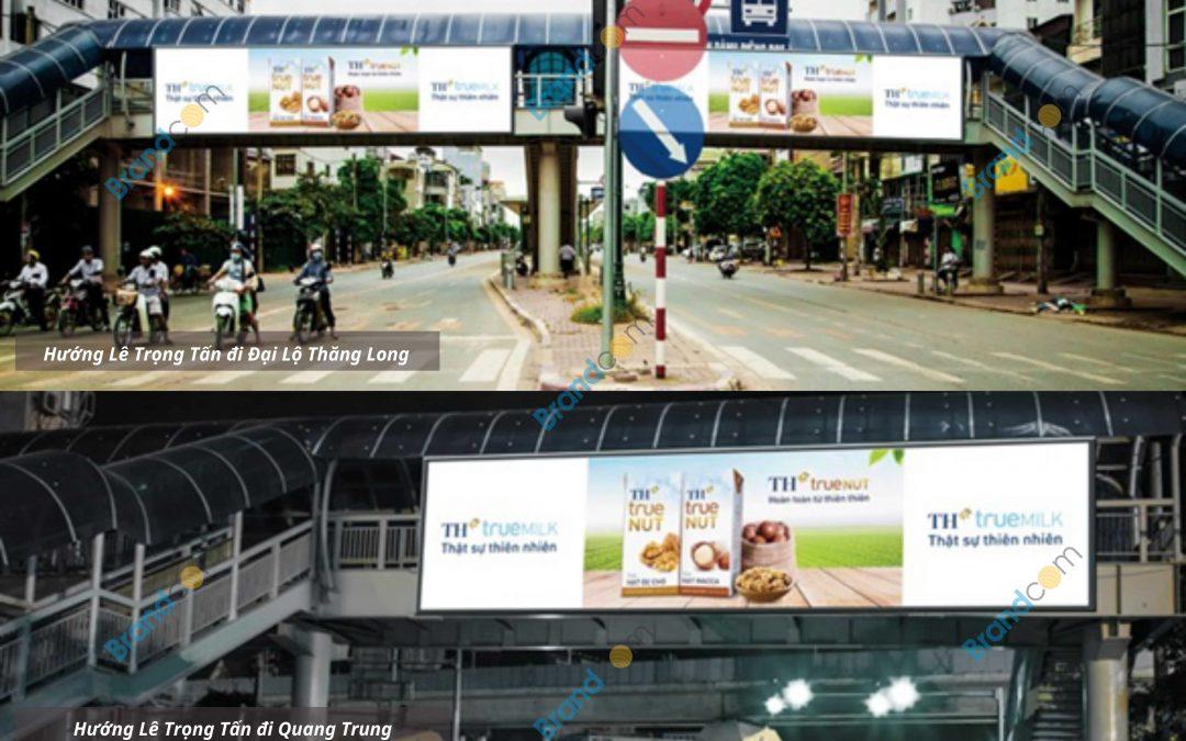 Quảng cáo trên cầu vượt đi bộ Lê Trọng Tấn